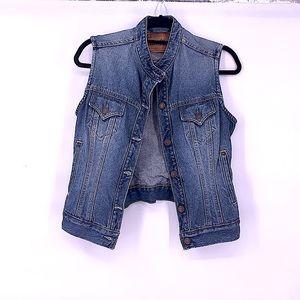 Vintage Levi jean vest size medium